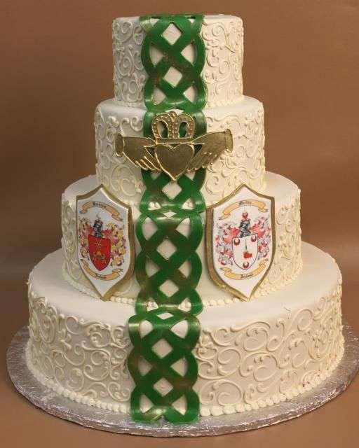 Victorian Wedding Theme Ideas: Irish Wedding Cake-- A Bit Much With The Green But Love