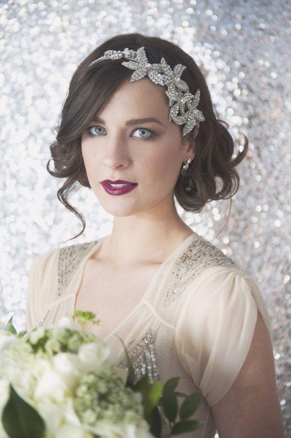 novia con pelo corto y diadema de brillantes con un toque vintage