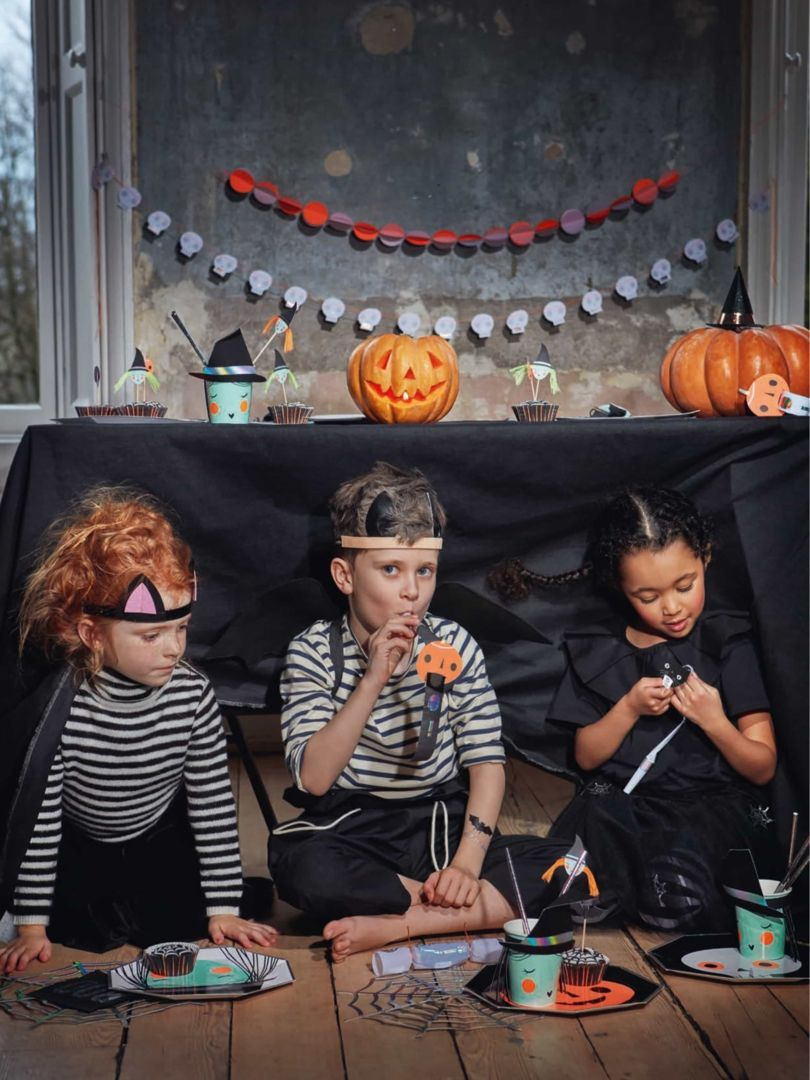 Decoration Halloween Vente.Guirlande Squelette En Papier Deco Halloween Meri Meri Achat Decoration Fete Halloween Sac A Bonbons Halloween Costume D Halloween Fille