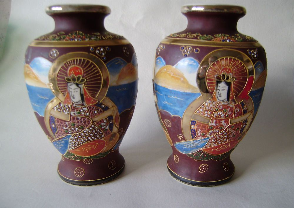 vintage pair of matching vases Japanese satsuma ware excellent decoration 7-1/2