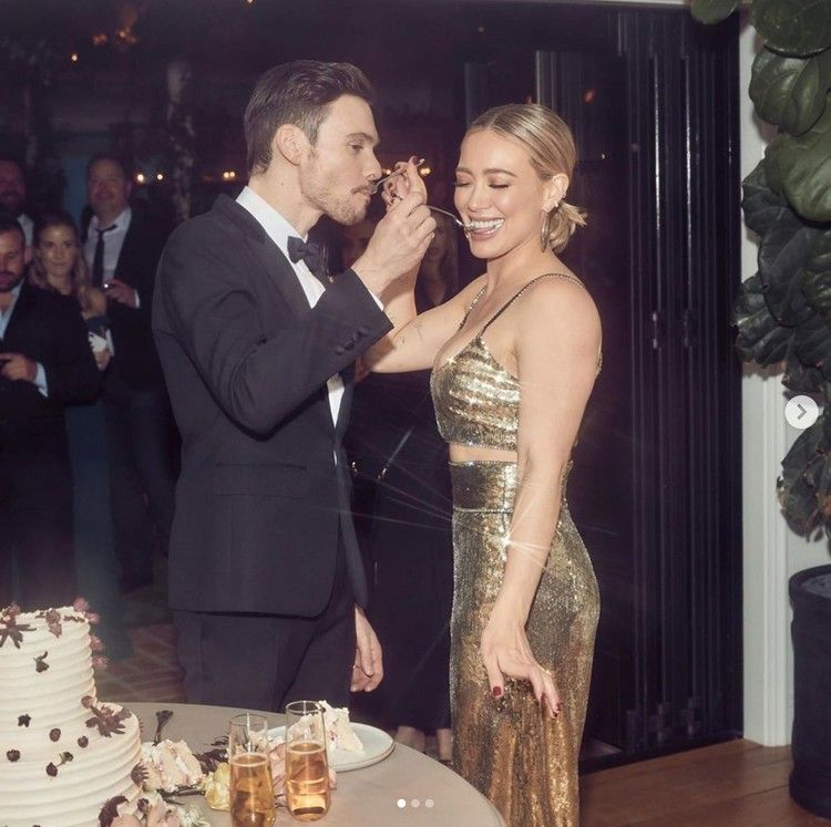 Hilary Duff Changed Into A Super Glam Outfit For Her Wedding Reception Huffpost In 2020 Hilary Duff Style Hillary Duff Wedding Hilary Duff