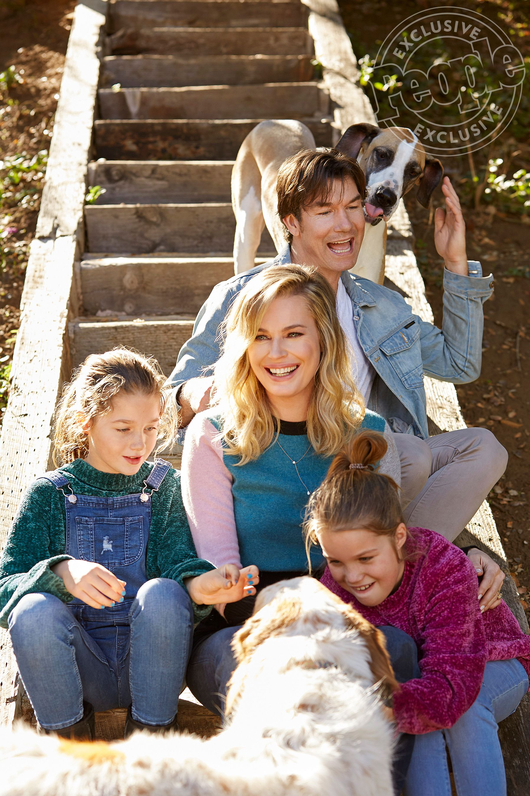 Rebecca Romijn And Jerry O Connell Star In Adorable Adoption Psa With Their Six Sweet Pups Rebecca Romijn Jerry O Connell Rebecca