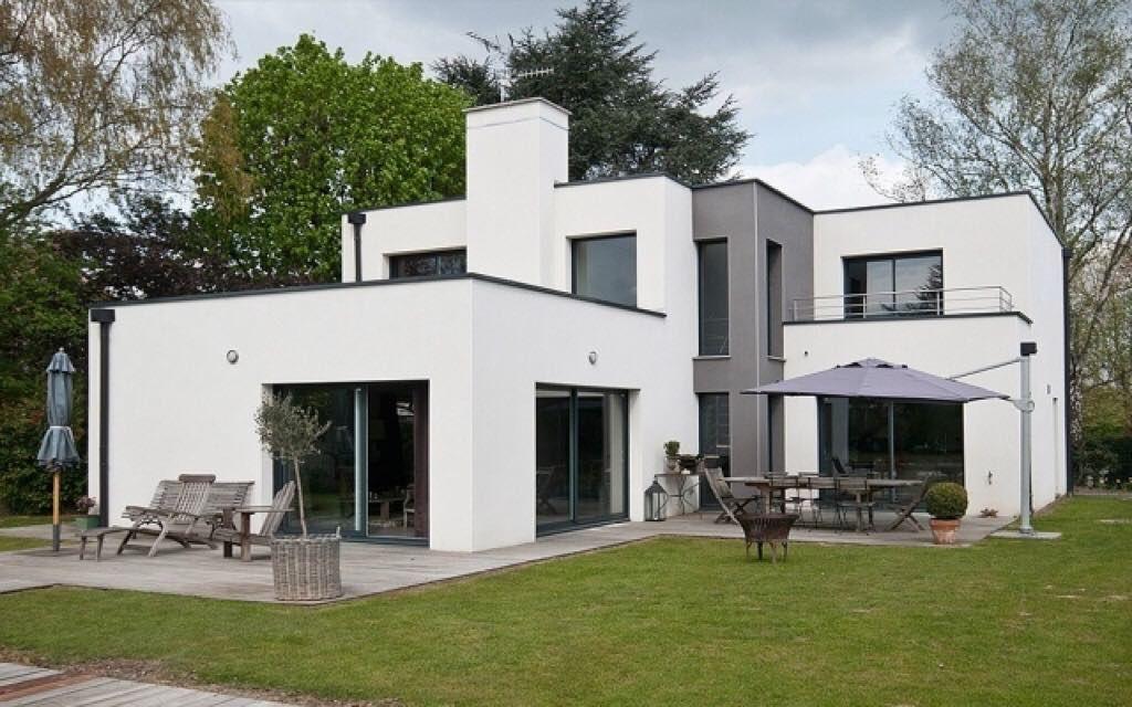 une r alisation de l 39 architecte bertrand pouwels maison cubique en enduit blanc et gris fonc. Black Bedroom Furniture Sets. Home Design Ideas