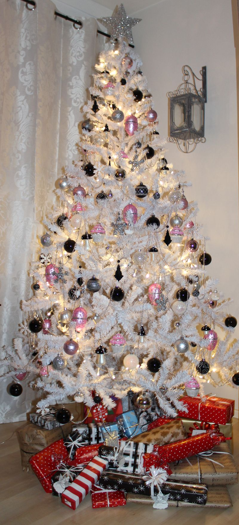 Color schemes for christmas trees - Black White And Silver Christmas Tree Decorations White Christmas Tree With Black Pink And Silver