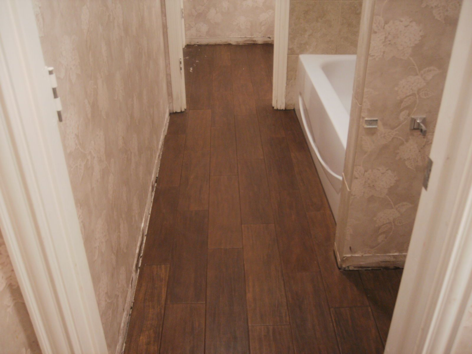 Dazzling Porcelain Tile That Looks Like Wood Design For Creative - Faux wood tile bathroom for bathroom decor ideas
