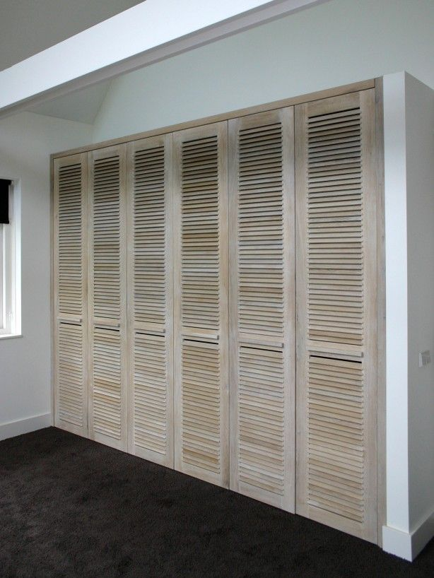Lined Wood Colour Wash For Storage Cupboards Neue Deko Ideen Einen Kleiderschrank Bauen Lamellenturen Einbauschrank