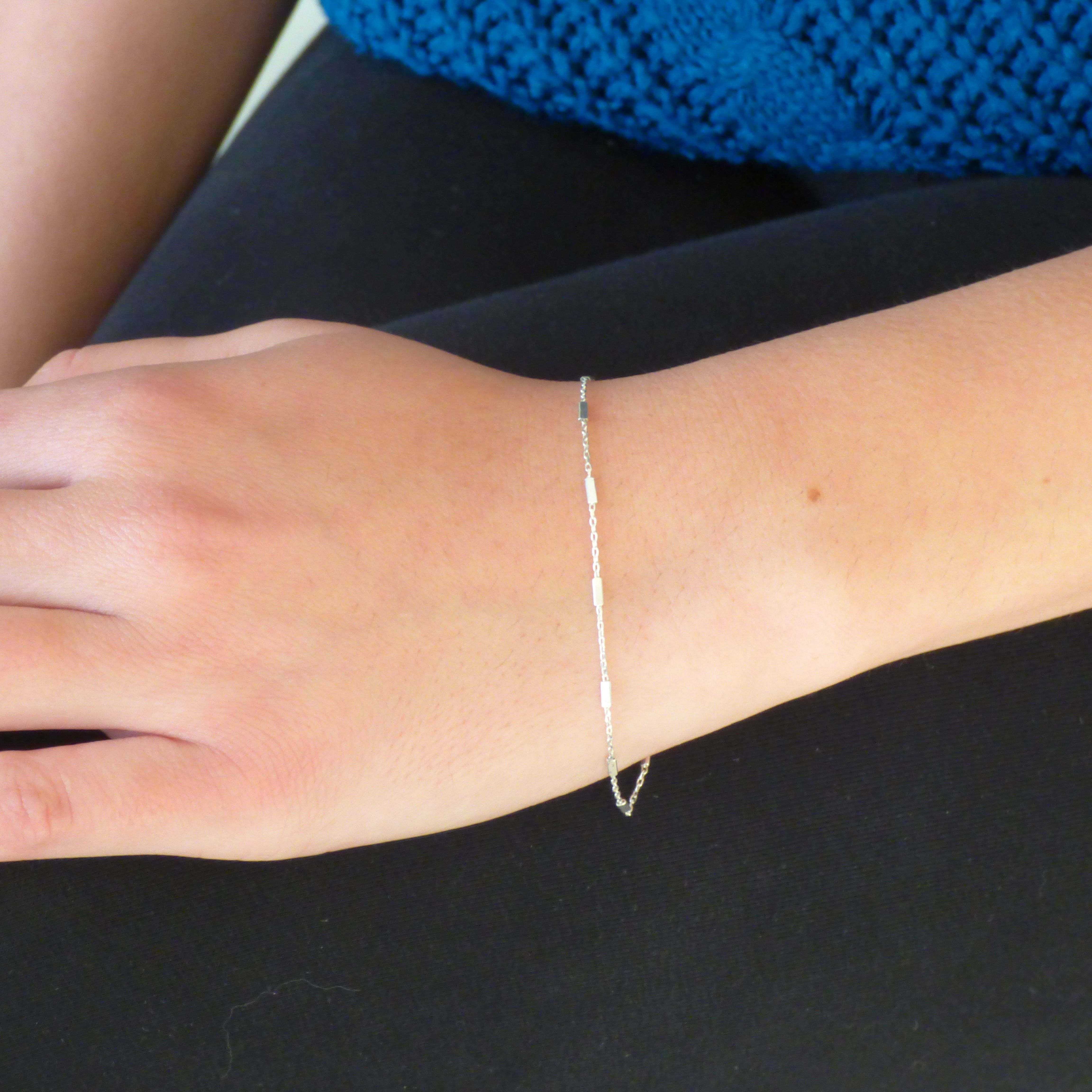 Delicate silver chain bracelet with square links