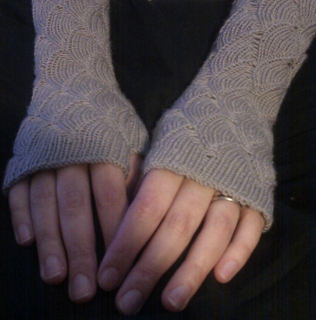 Nereid Fingerless Gloves Free Pattern On Ravelry Fingerless