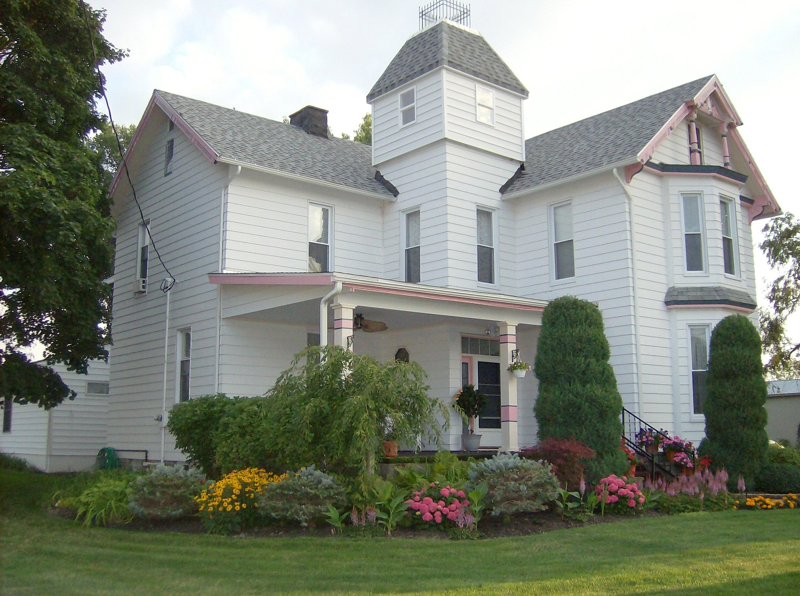 A beautiful Victorian Bed & Breakfast on the shores of Lake Erie - Marblehead, Ohio. #lodging #travel
