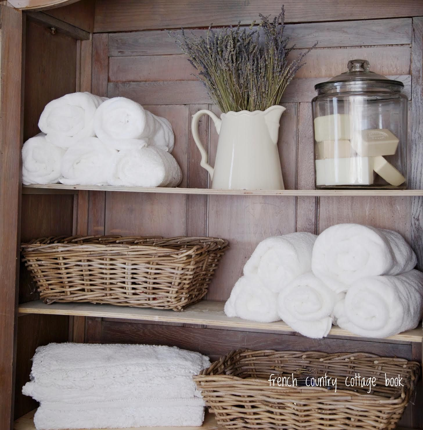 5 minute decorating- Five ways to style your bathroom for summer guests