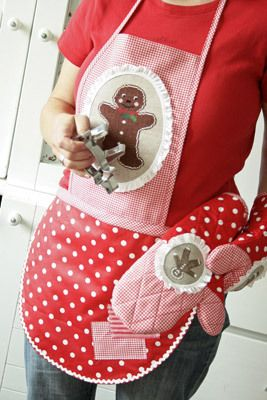 So me! apron & oven mitts ~christmas baking book #gingerbread #baking #holiday #christmas