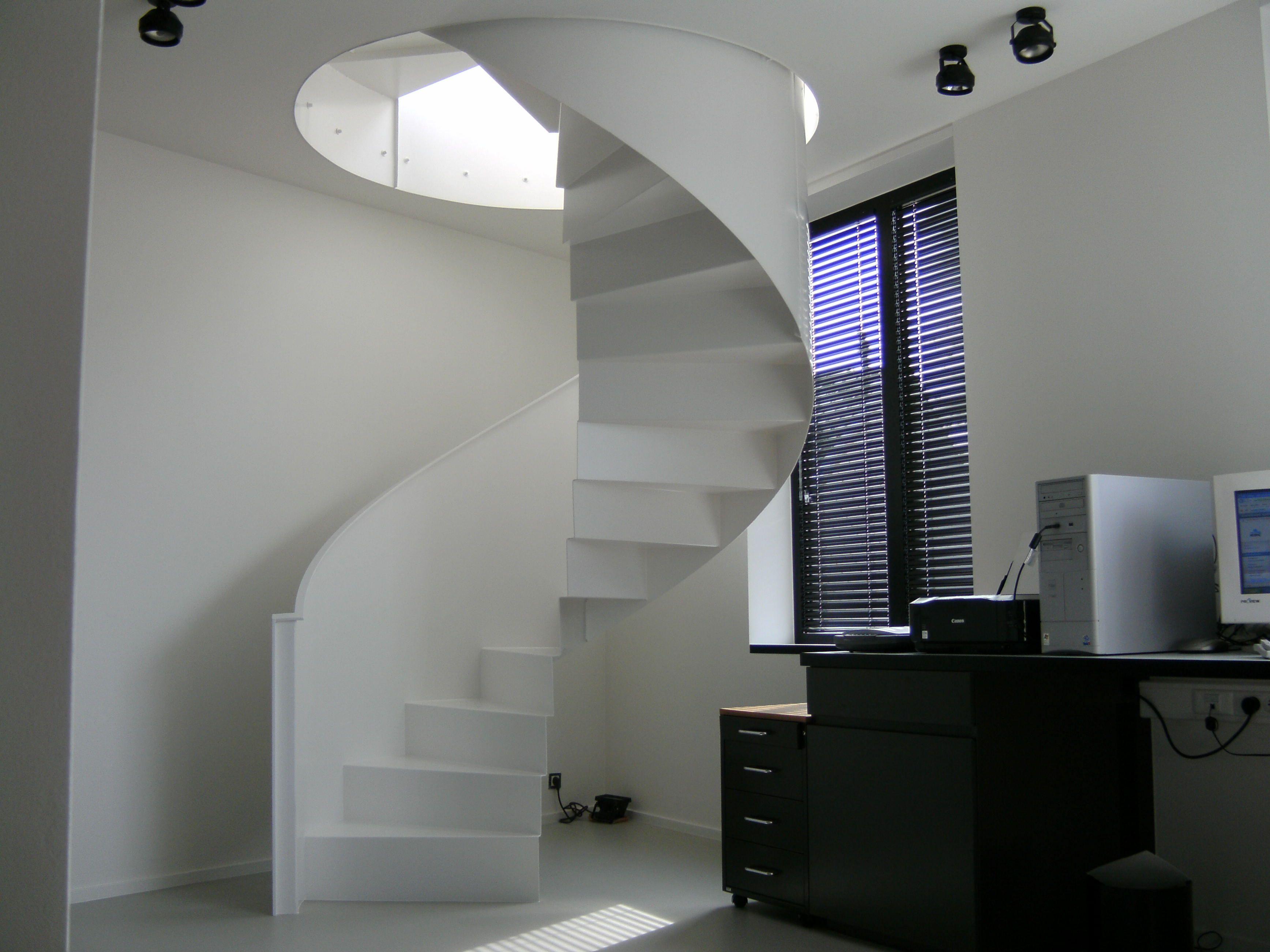 Witte wenteltrap huis house stairs stairs en stairways