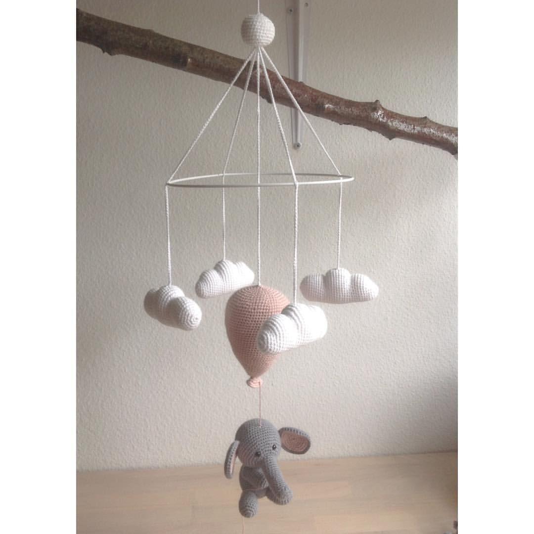 """124 synes godt om, 25 kommentarer – @mormorshaekleliv på Instagram: """"En elefant på himmelflugt☁️ #hækle #hæklet #hækling #haeklet #crochet #elefant #ballon #sky…"""""""