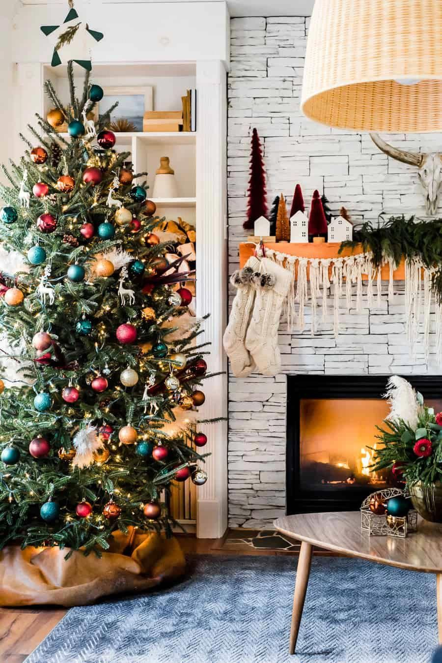 What a beautiful boho Christmas home decor. #bohochristmas #christmasdecor #bohemianchristmas #christmashome
