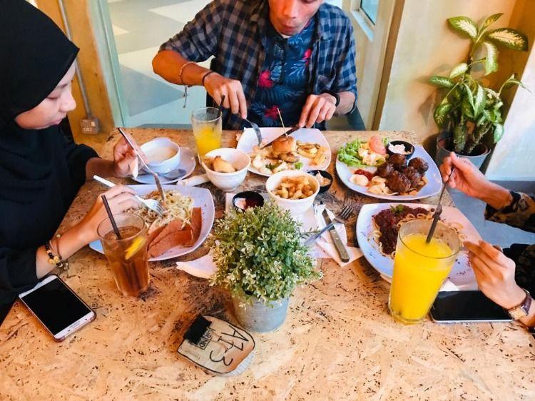 Makanan Western Sedap Di Melaka D Eat Cake Food People Eating