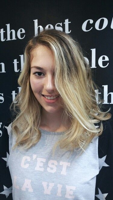 Dark roots blonde balayage by Jessica --> Salon du Trezo.