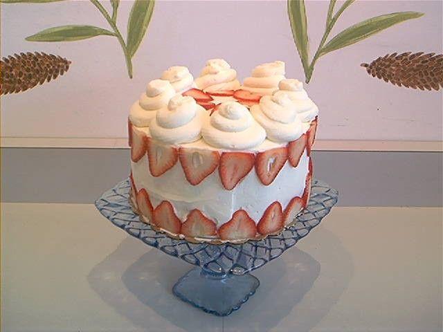 One Of My All Time Favorite Cakes Strawberry Wedding Cake From Wheatfields Yuummmm Strawberry Wedding Cakes Cake Sweet Treats