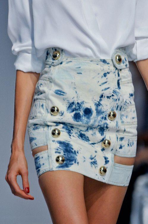 So cool this denim skirt