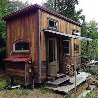 Tiny House Made From Pallets Pallet Projects Pinterest