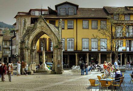 Praça de Nossa Senhora da Oliveira - Guimarães, Portugal