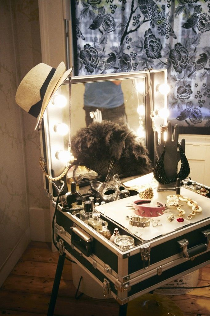 DIY vanity. Looks like i could use a suitcase for this too