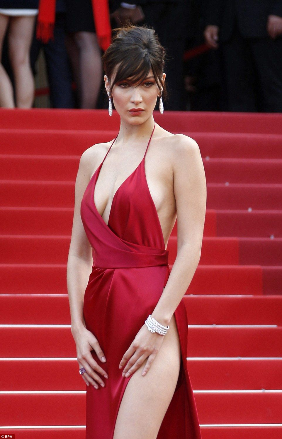 Bella hadid foregoes underwear in perliously slashed red gown