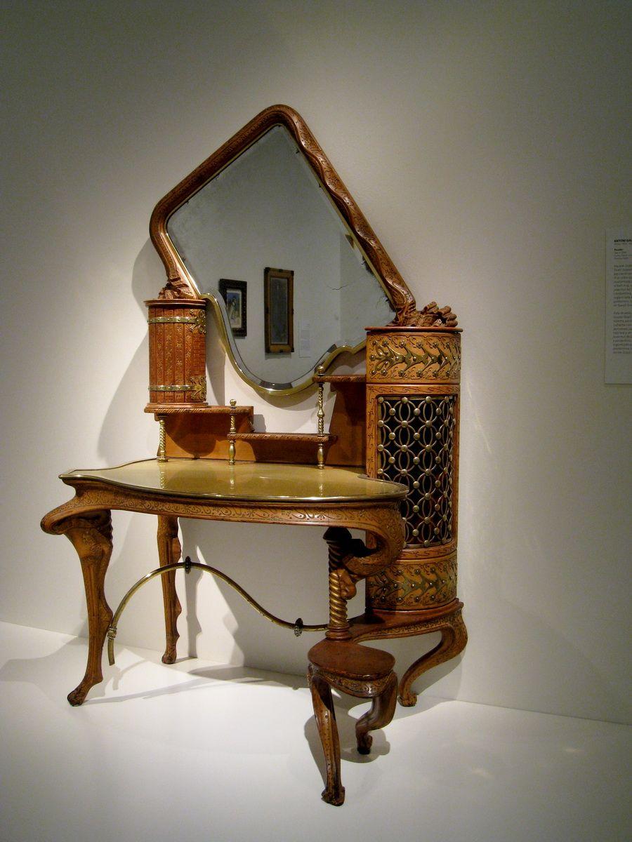Gaudi Tocador 2618sh Art Nouveau Wikipedia Art Nouveau Furniture Art Nouveau Decor Gaudi