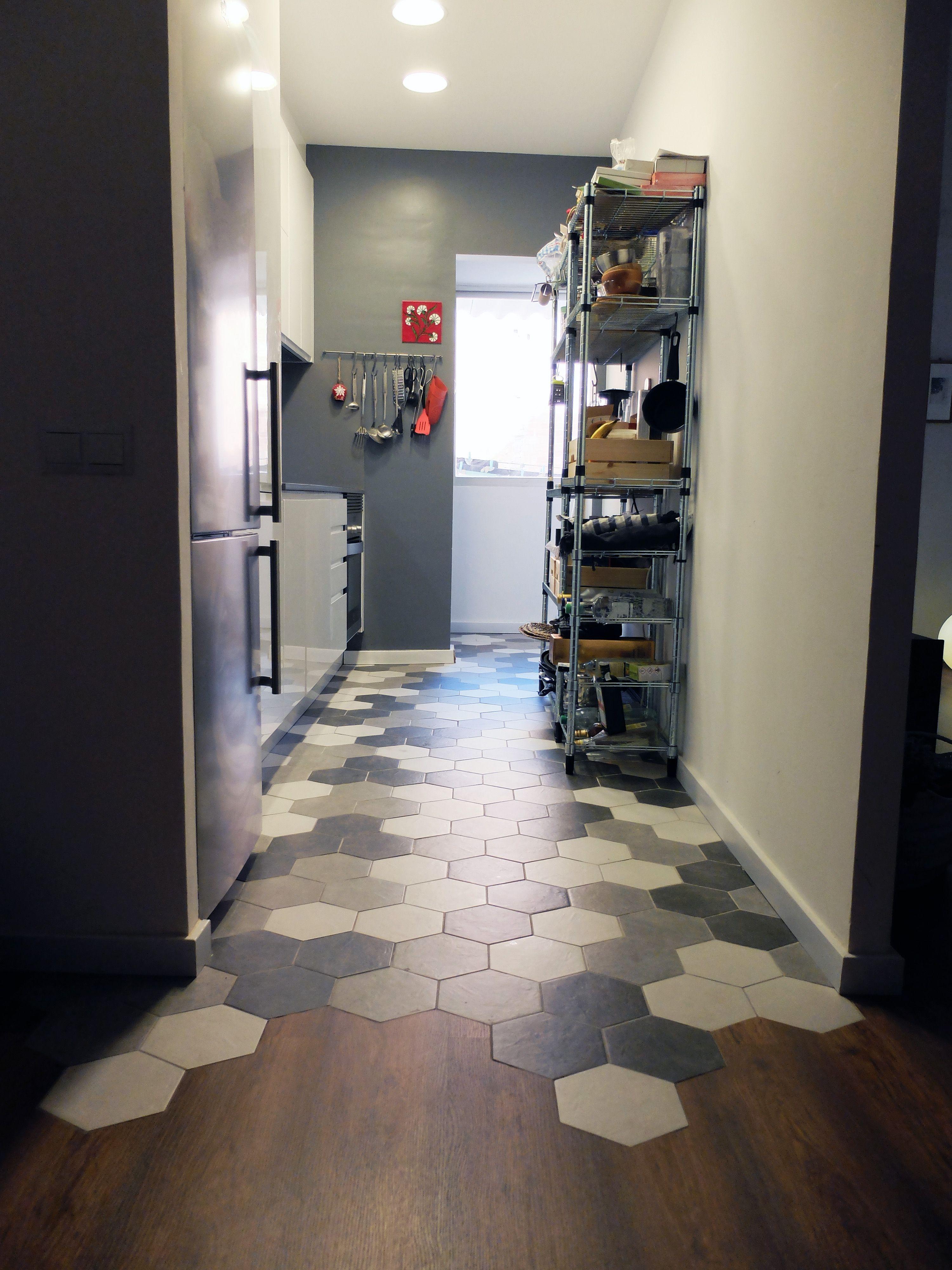 Reforma de cocina con pavimento de baldosa hexagonal - Accesible reformas ...