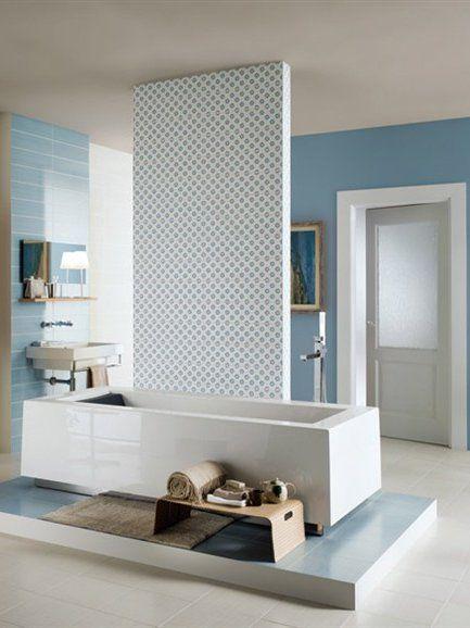 hellblaues badezimmer bathtub lightblue bathroom wohn. Black Bedroom Furniture Sets. Home Design Ideas
