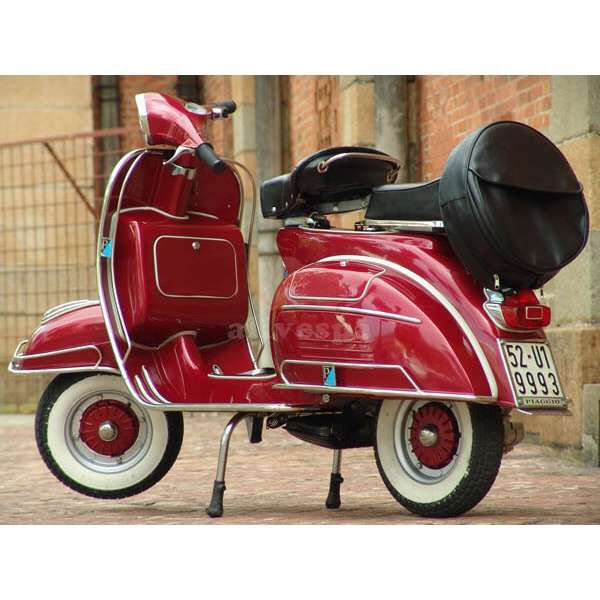 vintage red vespa scooters pinterest red vespa vespa and scooters. Black Bedroom Furniture Sets. Home Design Ideas