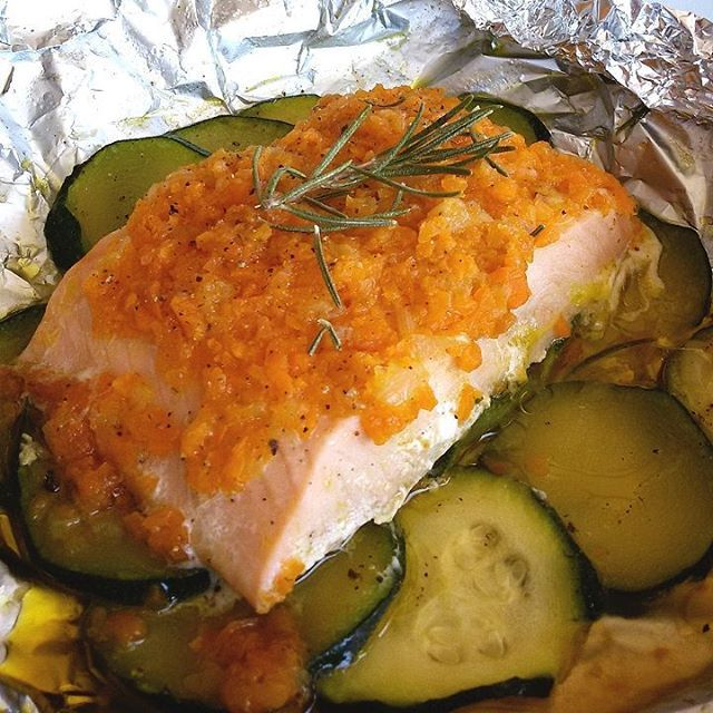 """""""Mi piace"""": 308, commenti: 29 - Teresa (@secucinoio) su Instagram: """"SALMONE AL CARTOCCIO CON VERDURINE  Una ricetta semplicissima ma gustosa per cuocere il salmone...…"""""""