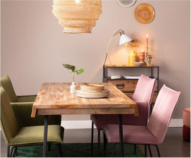 Holz Laminatboden Glastisch Acrylstuhle Weisse Wande Mobel In