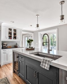 25+ Ways To Style Grey Kitchen Cabinets #graycabinets