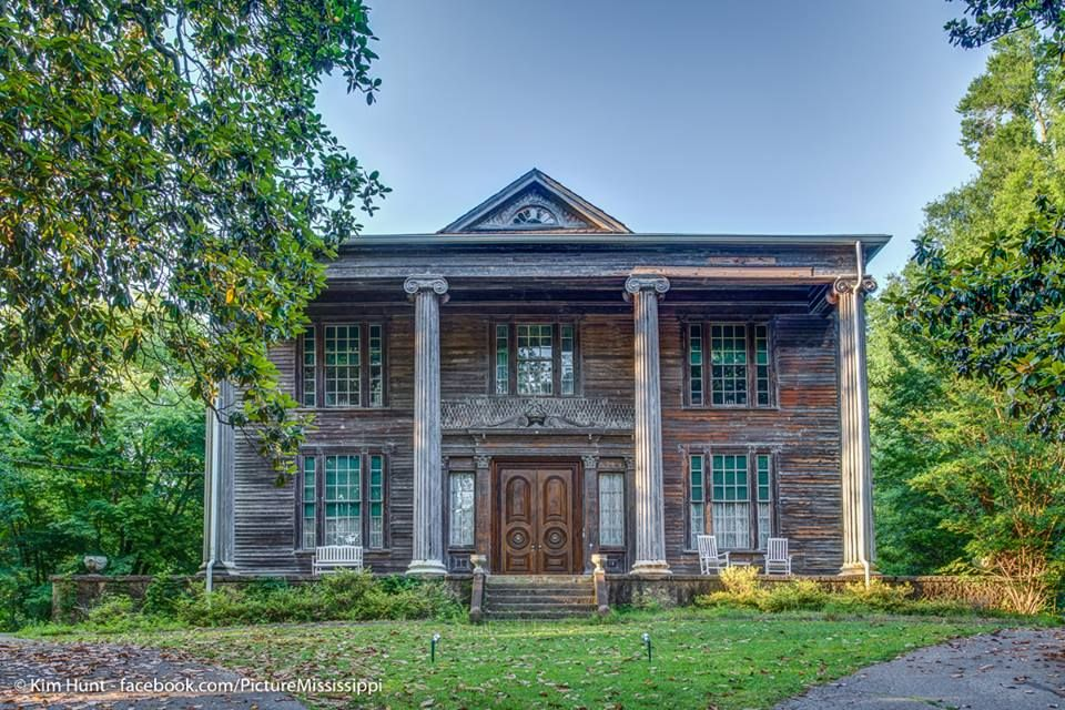 The Beautiful Dunrobin Mansion In Iuka Was Begun By Chief Iuka In 1837 And Bought By Robert Campbell Brinkley When He Stopp Old Cabins Tishomingo Country Cabin
