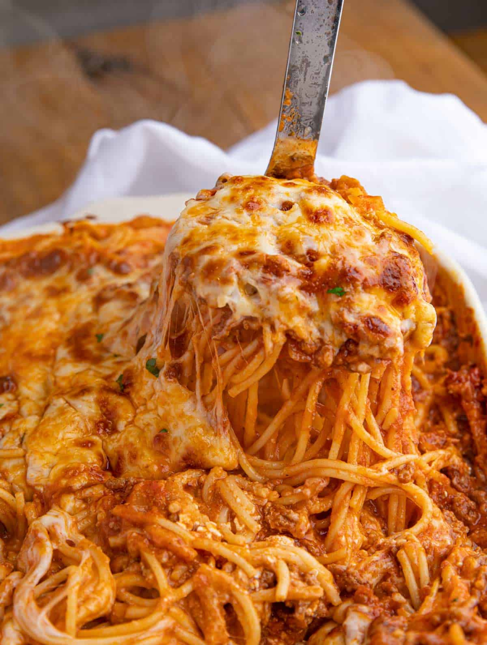 Easy Cheesy Beef Baked Spaghetti That S Kid Friendly Pasta Beef Groundbeef Cheesy Cheese D In 2020 Spaghetti Recipes Easy Baked Spaghetti Baked Spaghetti Recipe