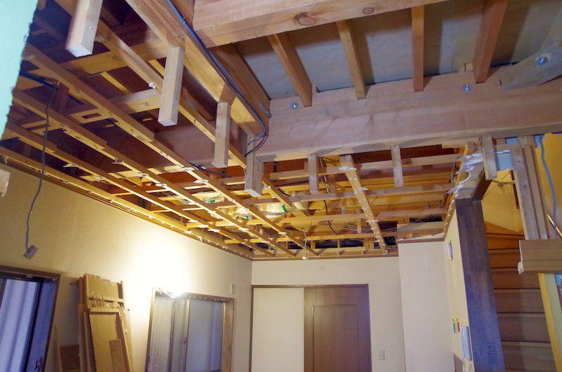 セルフリノベーション Diyで洋室の天井を抜く 洋室 天井 床 Diy