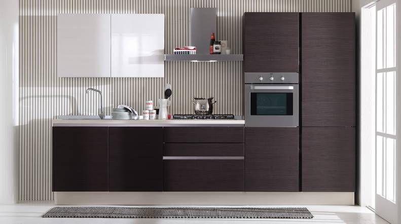 Cucine rosse foto di una cucina a l con ante lisce ante rosse paraspruzzi con cucine moderne - Cucine moderne bianche e rosse ...