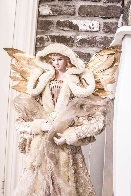 Nydelig engel Dina med fantastiske detaljer