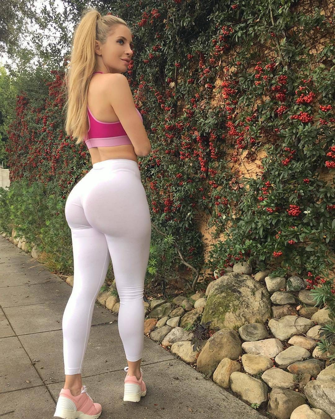 Girls In Yoga Pants With Camel Toe