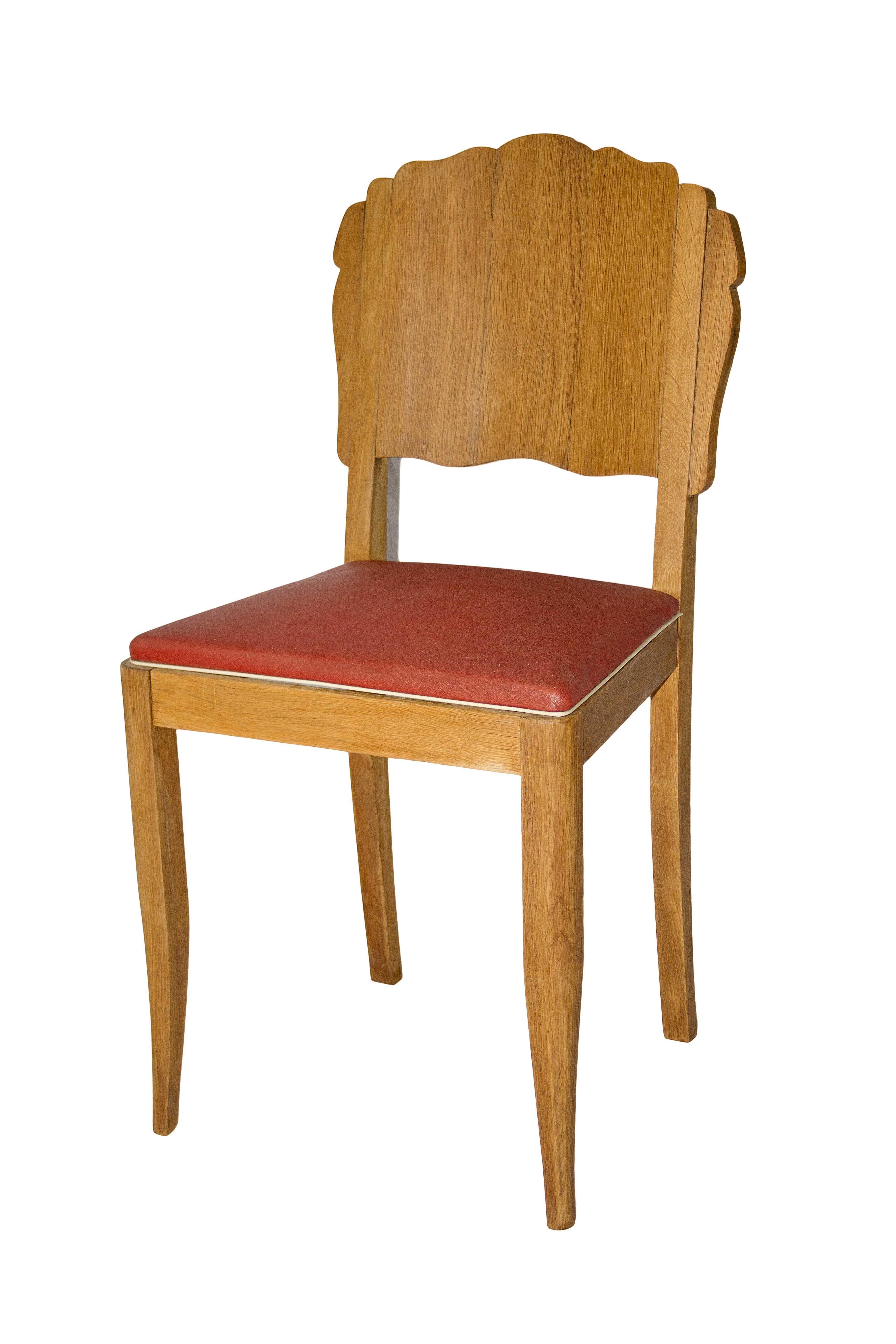 Coqueta #silla cincuentera realizada en madera de roble. Asiento en rojo que dará un aspecto muy chic a cualquier rincón de tu casa.