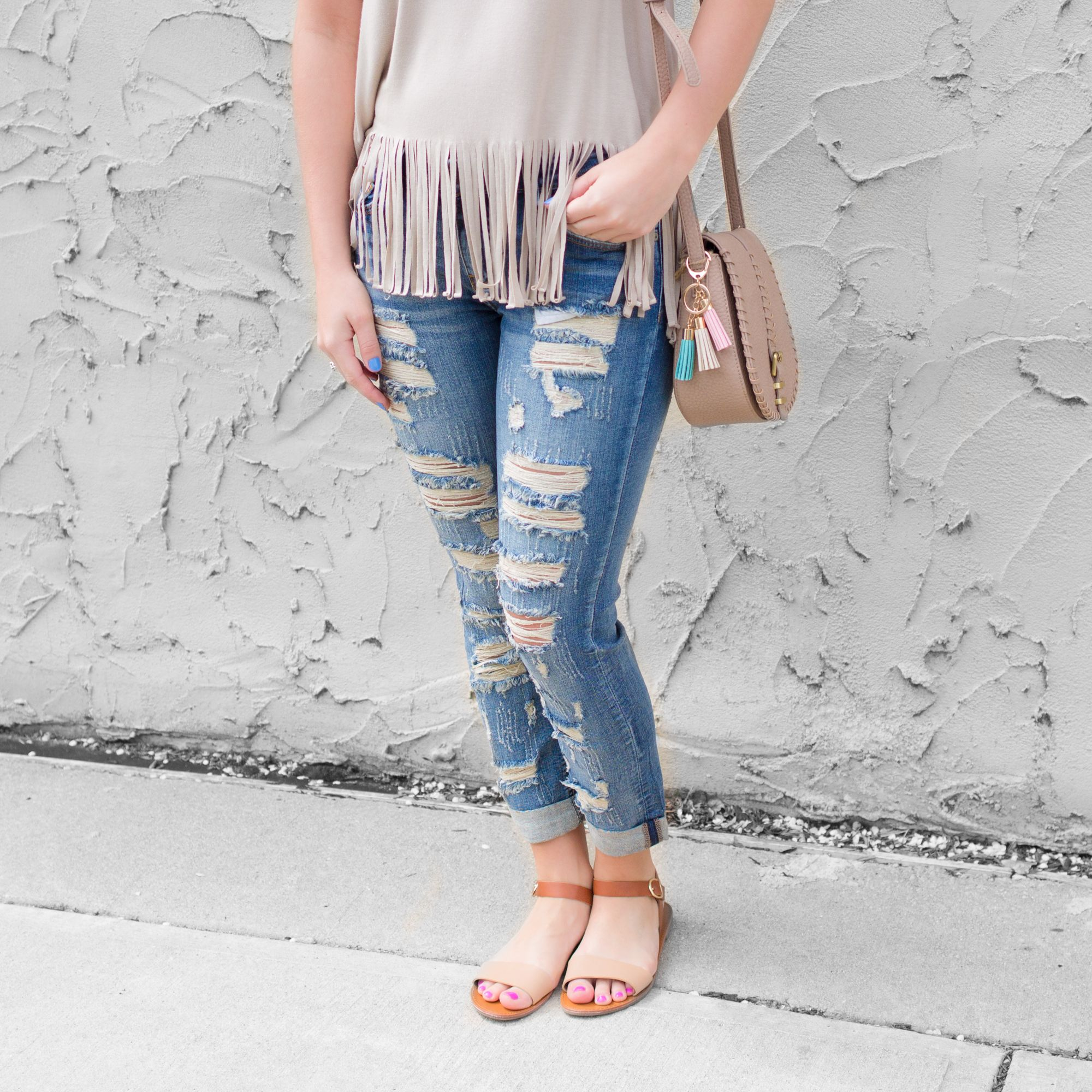 Distressed Medium Wash Boyfriend Low Rise Cropped Denim- The perfect spring look! #OOTD -uoionline.com
