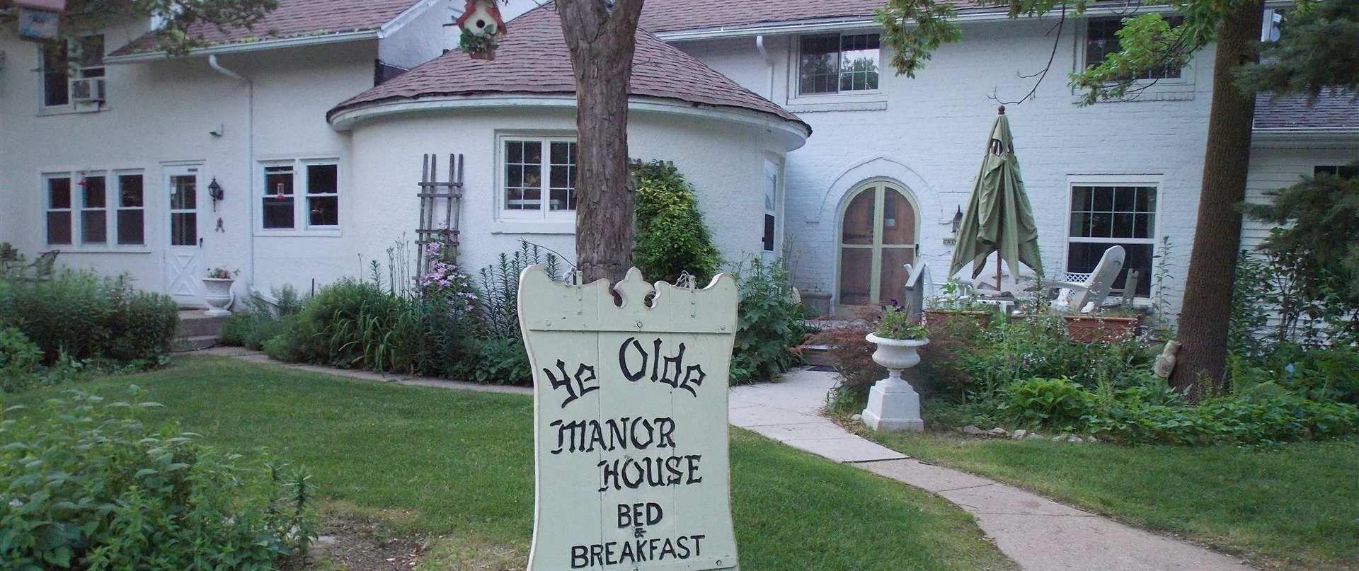 Ye Old Manor House vegan B&B in Elkhorn, WI Indoor