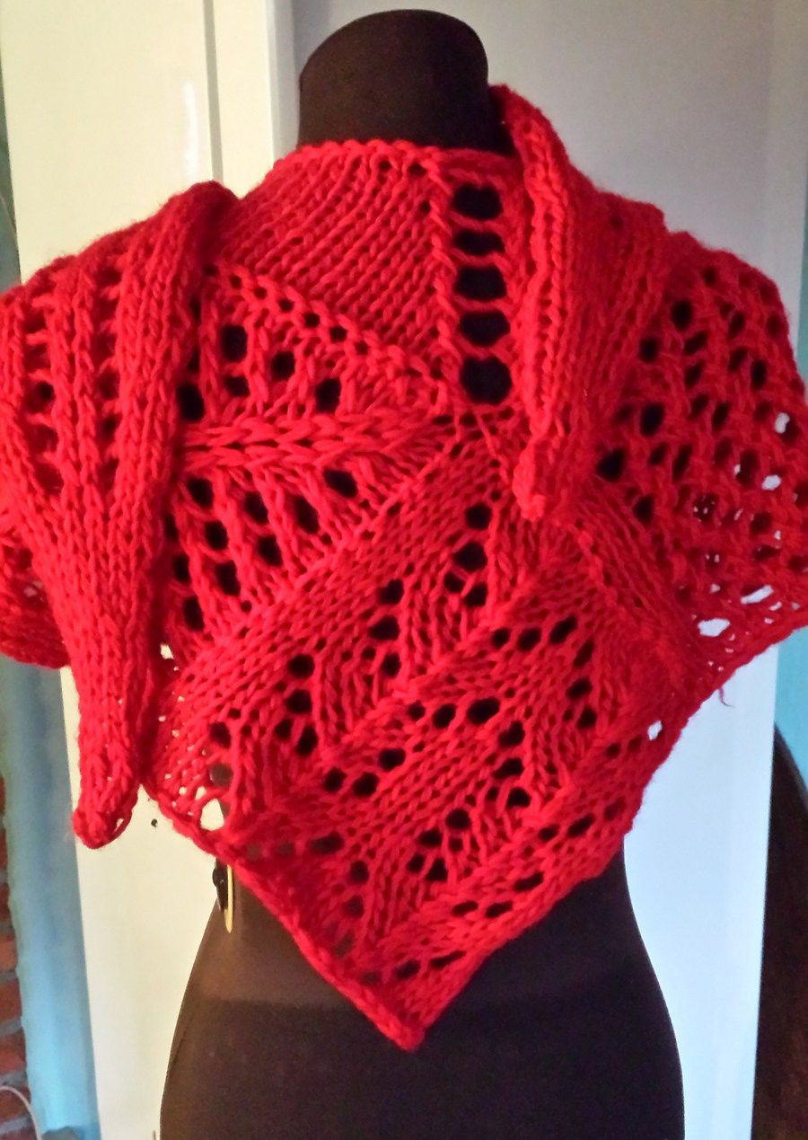 Free Knitting Pattern for Valdai Shawl - Nora Gaughan\'s lace shawl ...