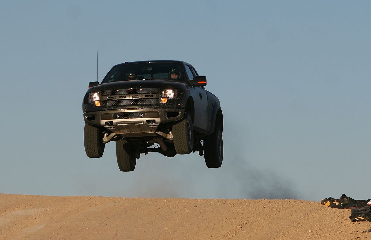 Video Of The Day Ford Raptor Super Jump Beezid Buzz Ford Raptor Ford Svt Ford Raptor Svt