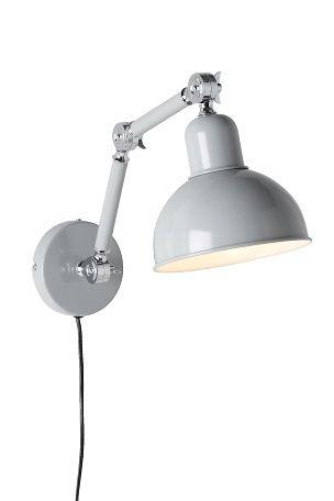 Maalattua metallia. Säädettävä varsi. Enimmäisetäisyys seinästä 63 cm. Lamppu E27, enintään 40 W. Varjostin: Ø 18,2 cm.