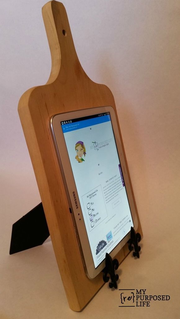 Repurposed Cutting Board Ipad Stand Bloggers Best Diy Ideas