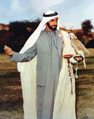The Late Founder Of Uae H H Sheikh Zayed Bin Sultan Al Nahyan Such A Visionary Dubai Fashion Women Dubai Fashion Street Tourist Fashion