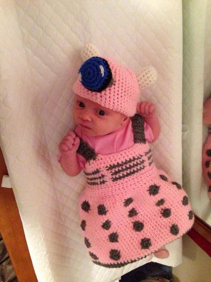 Adorable knitted baby Dalek outfit! I want this more my little girl.