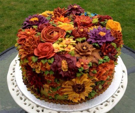35+ Beautiful Wedding Fall Cake Decorations For Your Wedding Party Ideas -   10 cake Beautiful thanksgiving ideas