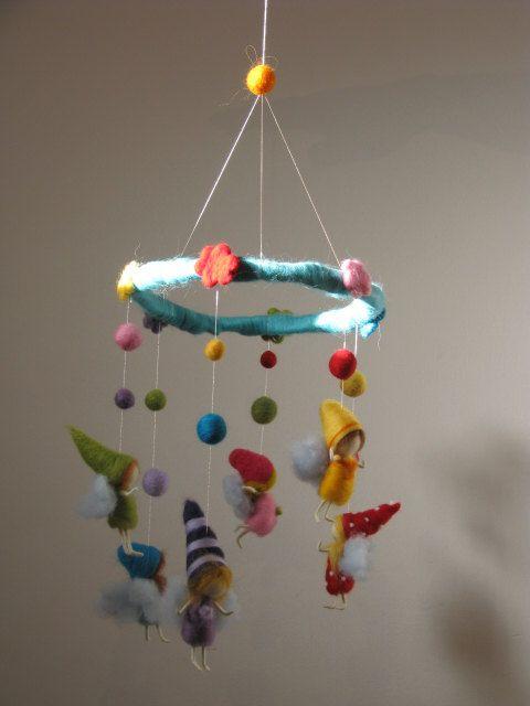 Crèche garderie bébés fées arc-en-ciel mobiles par Made4uByMagic